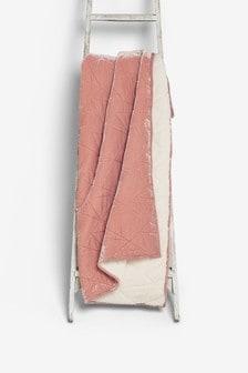 שמיכה עם בטנה צמרירית מקטיפה