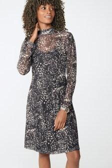 Короткое платье из сетчатой ткани