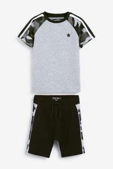 Комплект: шорты и футболка в стиле цветных блоков с камуфляжным принтом (3 мес.-7 лет)