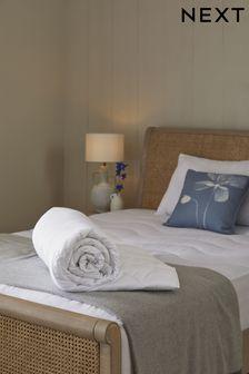 """שמיכה <bdo dir=""""ltr"""">4.5 </bdo> לשינה נוחה"""