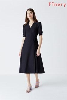 שמלה נעטפת בצבע כחול כהה של Finery דגם Etty