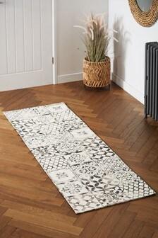 Global Tiles Runner