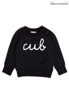 סווטשירט שלTobias & The Bear מכותנה אורגנית בצבע שחור עם כיתוב Cub