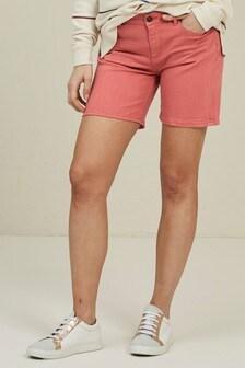 מכנסי ג'ינס קצרים של FatFace באדום