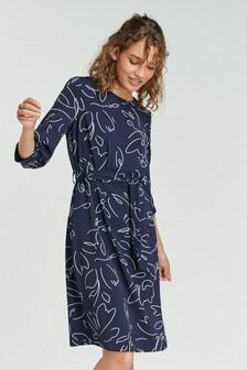 Платье из крепа с поясом