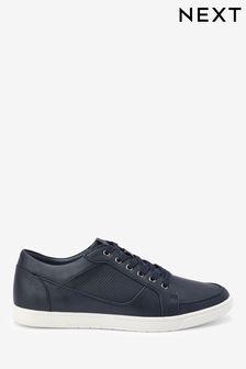 נעלי ספורט מחוררות