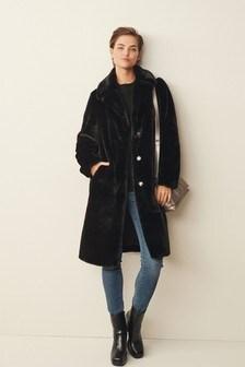 Удлиненное пальто из искусственного меха