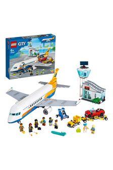 Конструктор «Пассажирский самолет» LEGO® City 60262