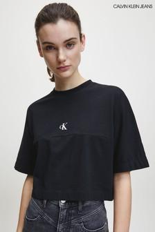 חולצת טי שחורה של Calvin Klein עם לוגו בגב