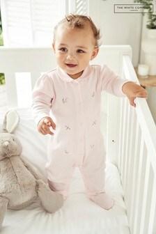 The White Company - Roze babypyjama met kraag en flora- en faunaborduursel