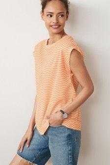 Просторная футболка из фактурной ткани