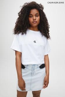 חולצת טי של Calvin Klein בצבע שחור עם לוגו בגב