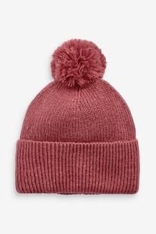 Вязаная шапка с помпоном