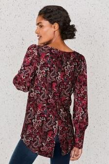 Блузка с декорированными манжетами