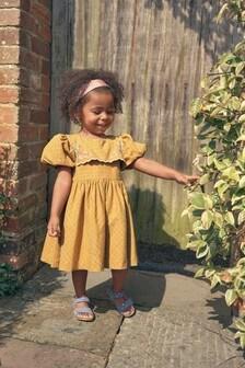 فستان بياقة Bib مطرز (3 شهور -7 سنوات)