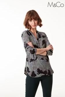חולצה כחולה של M&Coבהדפס מנוקד אבסטרקטי