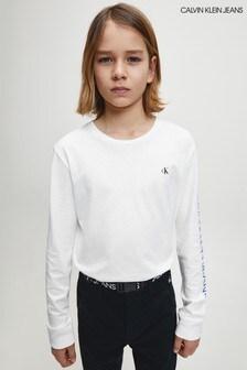 تي شيرت أبيض بشعار متكرر بكم طويل منCalvin Klein Jeans
