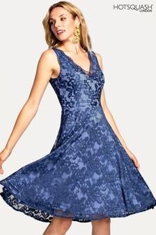 Синее платье с цветочным кружевом и V-образным вырезом HotSquash