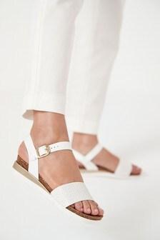 Topánky na klinovom korokovom podpätku