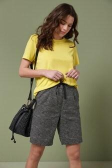 מכנסיים קצרים באורך הברך מתערובת פשתן