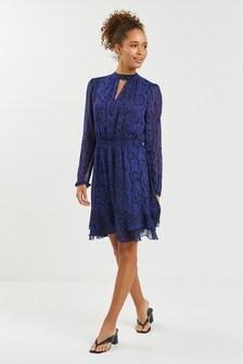 Платье с расклешенной юбкой с высоким воротником