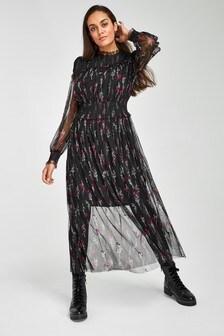 Сетчатое платье с декоративной отделкой