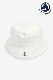 כובע שמש מאריג אלכסוני בלבן של Petit Bateau