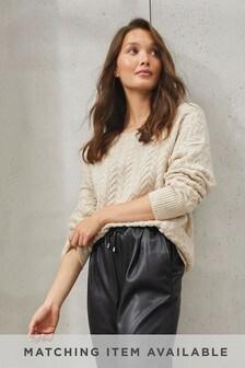Pullover mit Rundhalsausschnitt und Zopfmuster