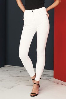 Моделирующие джинсы с сильно зауженными брючинами