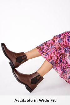 Signature Clean Chelsea Boots