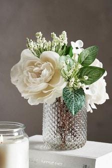 Kunstblumen-Arrangement in Gefäß aus Pressglas