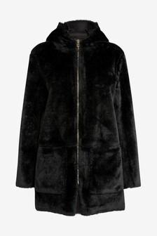 Куртка с искусственным мехом на капюшоне