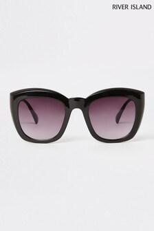River Island Scarlett Glamouröse Sonnenbrille mit rauchigen Gläsern, Schwarz