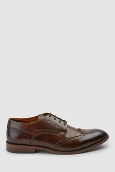 Классические туфли с фигурными вставками