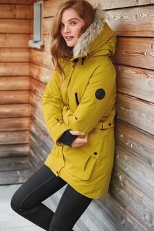 Дутая куртка из непромокаемой технологичной ткани