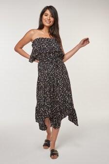 Платье с лифом-бандо и оборкой