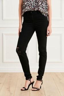Потертые зауженные джинсы