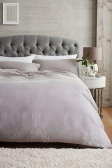 Zestaw teksturowanej pościeli w drobne wzory: poszwa na kołdrę i poszewki na poduszki