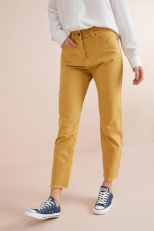 Короткие джинсы с прямыми брючинами и высокой посадкой