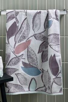 מגבת בהדפס עלים מודרני