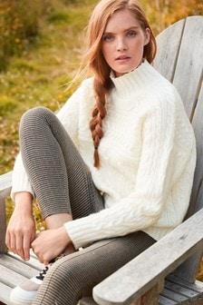 סוודר עם בלוקים בסריגה עבה