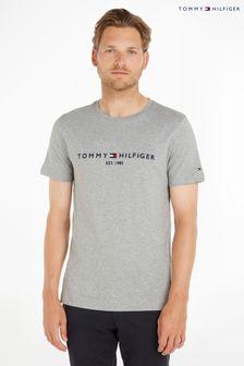 """חולצת-טי עם סמליל של <bdo dir=""""ltr"""">Tommy Hilfiger</bdo>"""