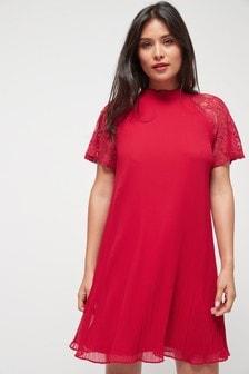 Плиссированное платье с кружевными вставками