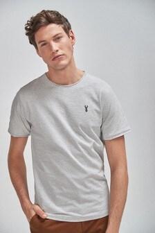 Tričko úzkeho strihu so zrolovaným lemom