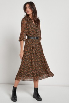 Платье с воротником и поясом