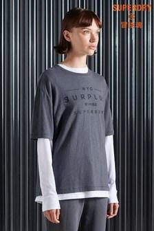 חולצת טי שלSuperdry עם כיתובSurplus