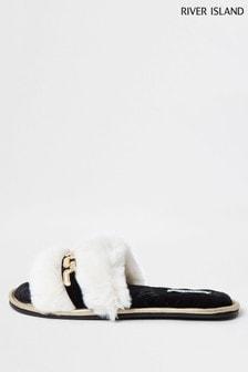 حذاء للبيت لون كريم مفتوح الأصابع بحلية منRiver Island