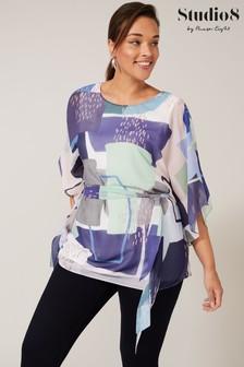 חולצה מודפסת שלStudio8 דגם Janey בצבע כחול