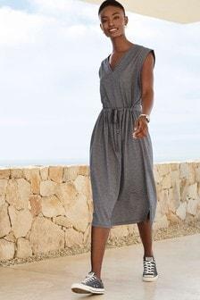 Платье-футболка с треугольным вырезом
