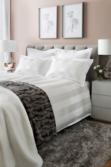 Bettbezug und Kissenbezug aus Satin mit Streifen